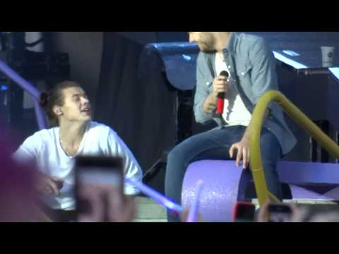Litte Things -  One Direction live @ Horsens 16/06/2015 (видео)