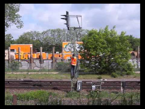Train-Graffiti Device Sprays Paint From 22 Cans At Once