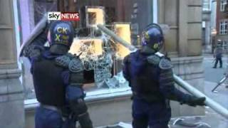 London Riots 16,000 Police Officers Will Take To Capital