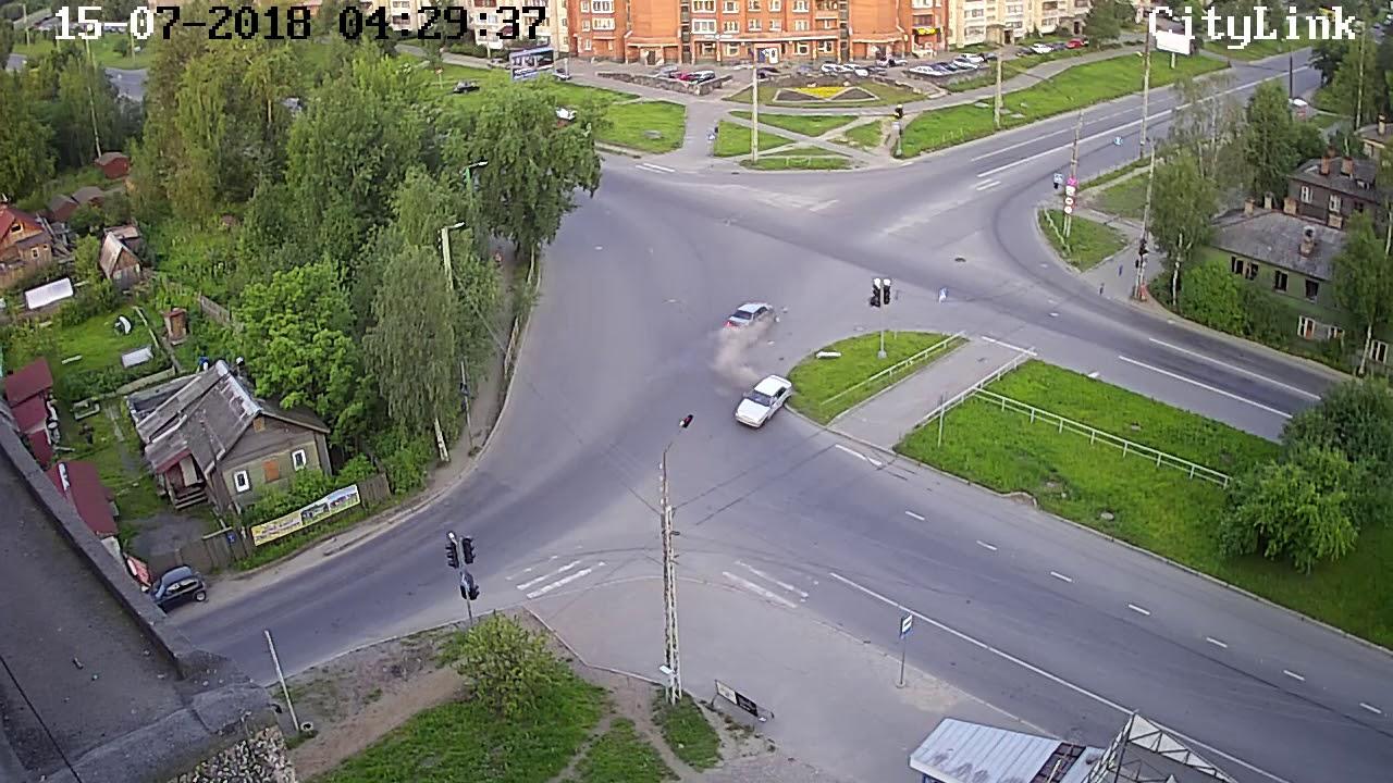 Перевертыш на перекрёстке в Петрозаводске