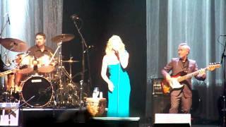 Faith Hill- Stronger (Live)