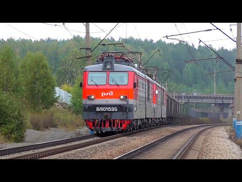 Система электровозов ВЛ10К-1595/1587 с грузовым поездом и приветливой бригадой