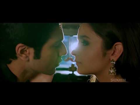 Alia bhatt hot sexy scenes in Humpty sharma ki Dulhania with Varun Dhawan , Hot smooch included