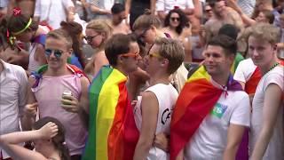 Mini Gay Pride: 'Gewoon in polo en korte broek'