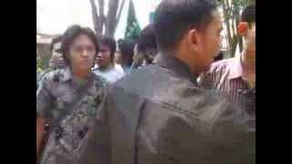 preview picture of video 'HMI ( Himpunan Mahasiswa Islam ) cabang bangkalan demo menti part 1'