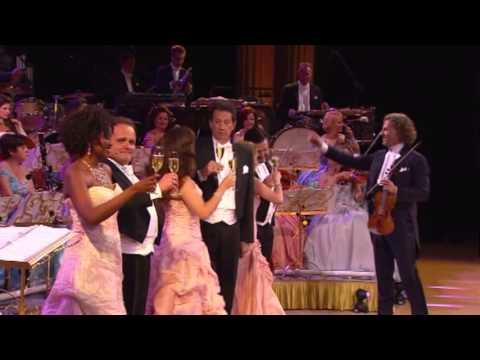 התזמורת של אנדרה ריו חוגגת יום הולדת במופע נפלא ומשעשע