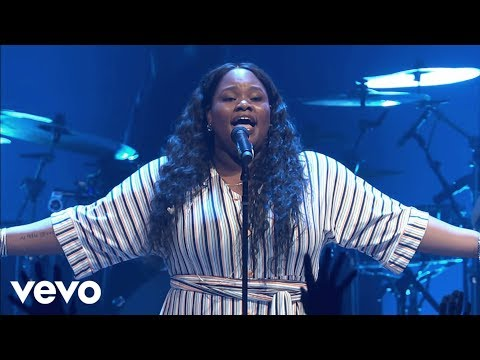 Tasha Cobbs Leonard - Break Every Chain (Live At Passion City Church)