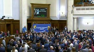 Президентское большинство в Верховной раде проголосовало за отмену моратория на продажу земли.