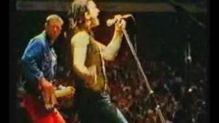 U2 - Concert & Interview