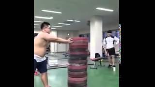 Китайцы соревнуются по прыжкам в высоту - Видео онлайн