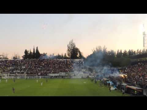 """""""los caudillos del parque vs villa dalmine (principio de la fiesta en las tribunas)"""" Barra: Los Caudillos del Parque • Club: Independiente Rivadavia"""