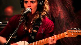 Anna Calvi - Suzanne & I (Live on KEXP)