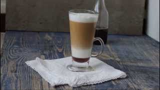 Kawa warstwowa z syropem piernikowym
