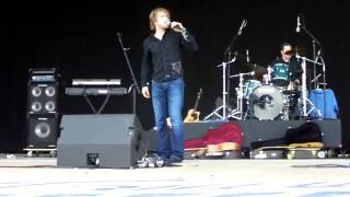 ADAM GREGORY SINGING GET IT WHILE THE GETTINGS GOOD 7-19-09