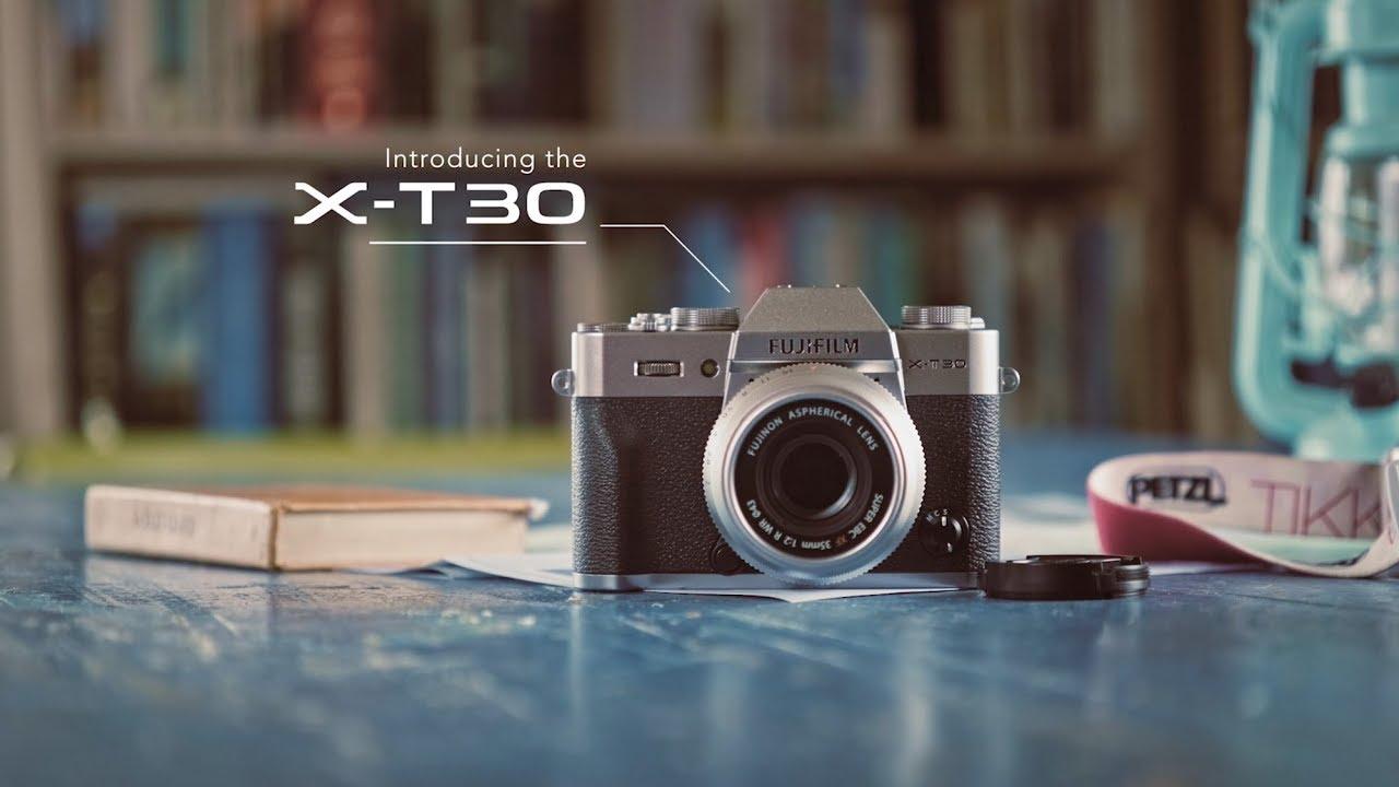 """קיט מצלמה ללא מראה ועדשה 15-45 מ""""מ FUJIFILM X-T30 (כסופה)"""