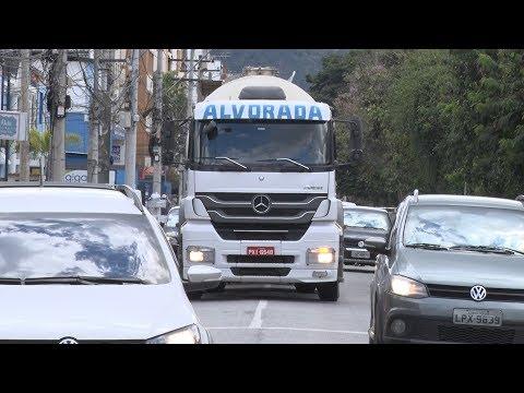 Em Nova Friburgo, carretas pecam na velocidade em rodovias movimentadas