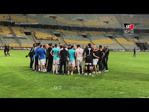 لاعبو الزمالك يقرأون الفاتحة قبل الوقت الإضافي بمباراة الإنتاج في كأس مصر