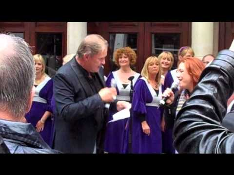 Johnny Logan and Niamh Kavanagh sing 'Lean on Me'
