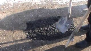 Асфальт в мешках холодный от компании Юнистройком - видео