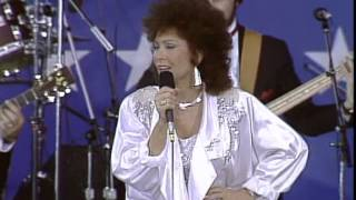 Loretta Lynn - You Ain't Woman Enough (To Take My Man) (Live at Farm Aid 1985)