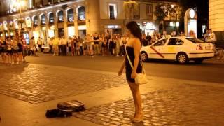 2012馬德里太陽門廣場Puerta del Sol街頭藝人表演:小丑part2.MOV