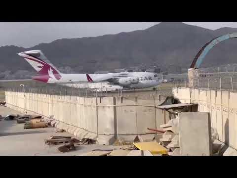 بالفيديو .. هبوط أول طائرة خليجية في أفغانستان بعد سيطرة