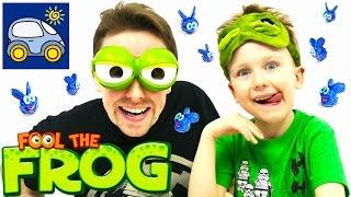 🐸 Наш Папа Жаба смешная игра Обмани Лягушку или Микроб челлендж 👀  Картонка Fool the Frog Game