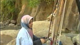 preview picture of video 'Hamedan - Ghali Bafi - Rugs of Iran Made in City of Hamedan'