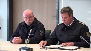 preview picture of video 'Pressekonferenz 8 schwerverletzte Leverkusener Feuerwehrleute (05.01.2015)'