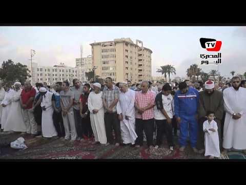 محافظ بورسعيد يشارك في صلاة عيد الفطر