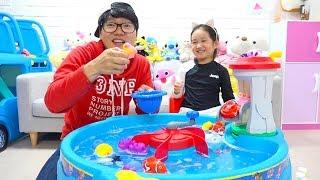 보람이와 코난의 퍼피구조대 목욕 물총 세트 장난감으로 물놀이 Boram Having Fun with Paw Patrol Water Table