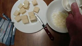 HOW TO SHRED WHITE EXTRA SHARP CHEDDAR CHEESE - Video Youtube