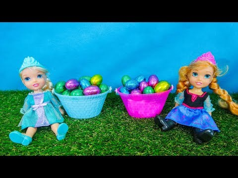 Elsa and Anna toddlers Easter egg hunt with their friends (видео)