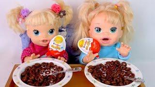 ЛЕНТЯЮШКИ КУШАЮТ ПРЯМО В КРОВАТИ #Куклы Беби Элайв и Яйца Киндер Джой #Сюрпризы Для детей