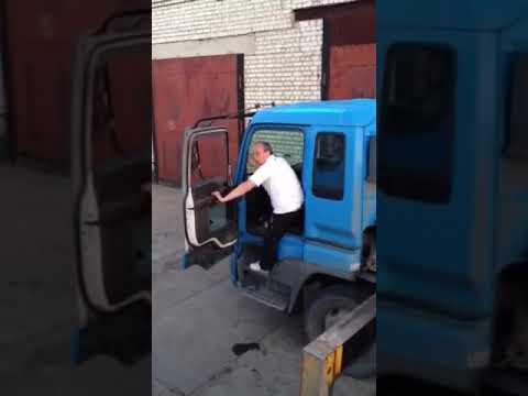 Пьяный водитель манипулятора приехал на объект!