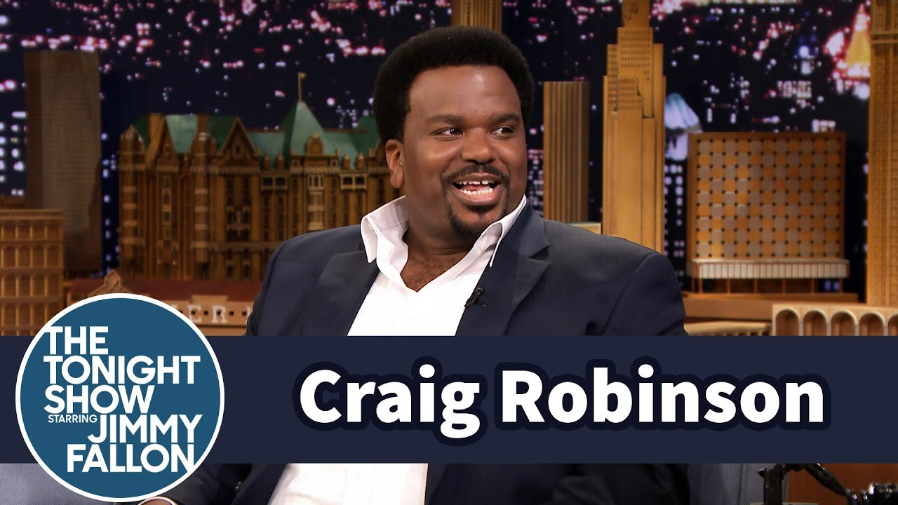 Craig Robinson Struggled with Beads During Mardi Gras thumbnail