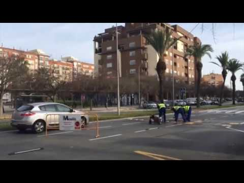 RETIRAN LOS RESALTOS DE SINFORIANO MADROÑERO (BADAJOZ )