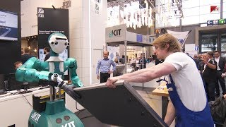 CEBIT 2018 - Mensch und Roboter arbeiten zusammen