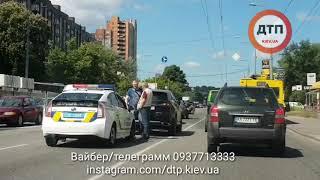 ДТП КИЕВ ЛОБАНОВСКОГО ЛЕКСУС В СУБАРУ И БМВ