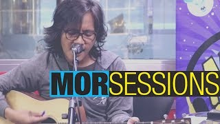 "MOR Sessions: Ebe Dancel sings ""Dapit Hapon"""