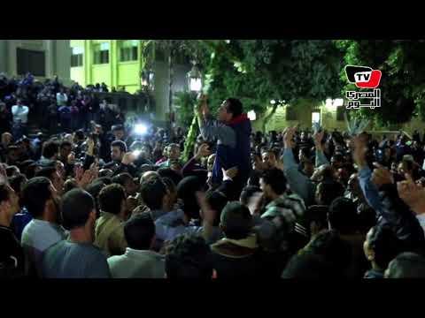مئات المسيحيين يهتفون من داخل كنيسة حلوان: «بالروح بالدم نفديك يا صليب»