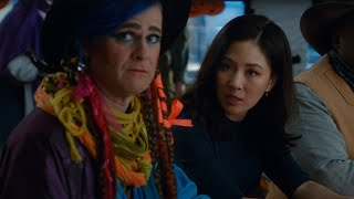 Jessica Judges a Halloween Costume Contest - Fresh Off the Boat