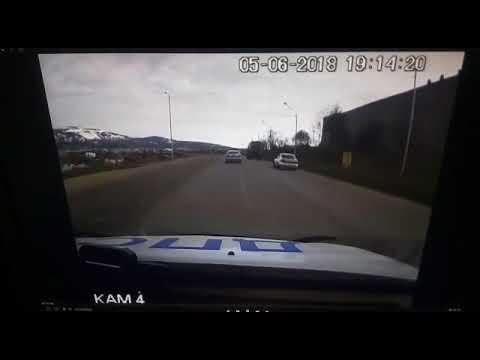 В Магадане, уходя от погони полиции, нарушитель улетел с дороги и перевернулся