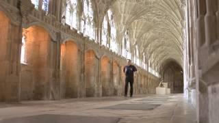 preview picture of video '2 Rollstuhl-Schrägaufzüge HIRO 320 in der Kathedrale von Gloucester, England'