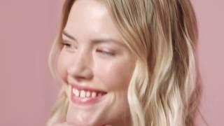 Wauw-wenkbrauwen waren nog nooit zo makkelijk! Wij presenteren het Goof Proof wenkbrauwpotlood van Benefit Cosmetics—verkrijgbaar vanaf 24 juni! Iedereen is een expert met dit supereenvoudige potlood voor het vullen en tekenen van je wenkbrauwen. Wil jij makkelijk mooie natuurlijke wenkbrauwen? Tekem met het speciale puntje de langs je wenkbrauw om je wenkbrauw te vormen en op te vullen. Bouw de kleur op door te herhalen en vervaag vervolgens met het borsteltje. Tada! http://bit.ly/1WBWJpy  http://www.benefitcosmetics.com  Schrijf je in voor meer Tips & Tricks: http://bit.ly/Utd37q
