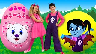 Sasha and Max play with Giant Surprise Eggs & compete in Toys Challenge