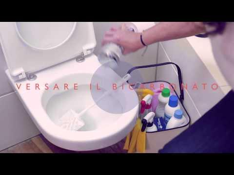 Sangue su carta igienica dopo defecazione a uomini