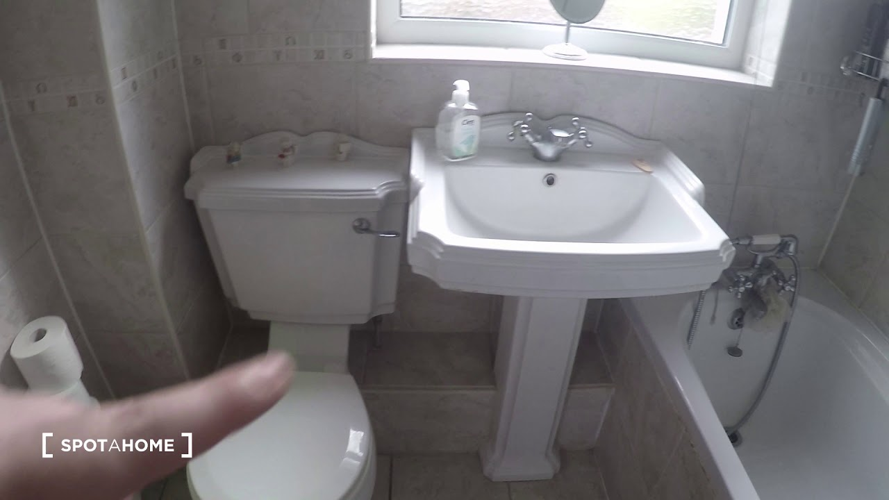 Double bed in Rooms to rent in a 3-bedroom house with garden in Corduff