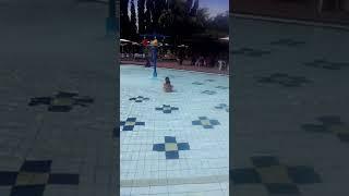 Keluarga Autani. Lagi berenang di citos cilandak.