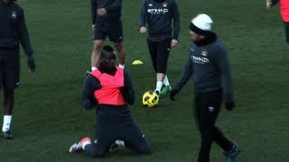 preview picture of video 'FUNNY Balotelli celebrates in front of Tevez'